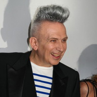 zitat-le-couturier-jean-paul-gaultier-la-banane-vernissage-vip-grand-palais-exposition-evenement-paris-fashion-expo-mode-photo-by-united-states-of-paris-blog